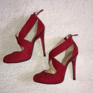 🌹SIZE 6 GUESS HEELS🌹